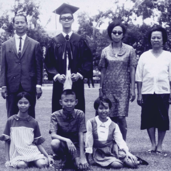 Young Chaiyaboon Suthipol and his family